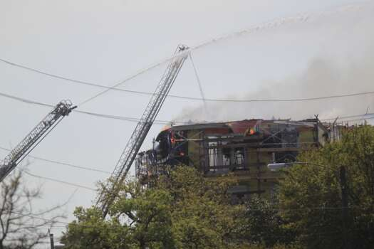 Firefighters are battling a large blaze Tuesday afternoon at an apartment building just west of downtown. The fire broke out about 12:30 p.m. on West Dallas near Montrose. (Photo by Johnny Hanson/Houston Chronicle)