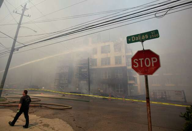 Multiple buildings catch fire at the corner of Marconi St. and Dallas Ave. on March 25, 2014, in Houston, Tx. Photo: Mayra Beltran, Houston Chronicle / © 2014 Houston Chronicle
