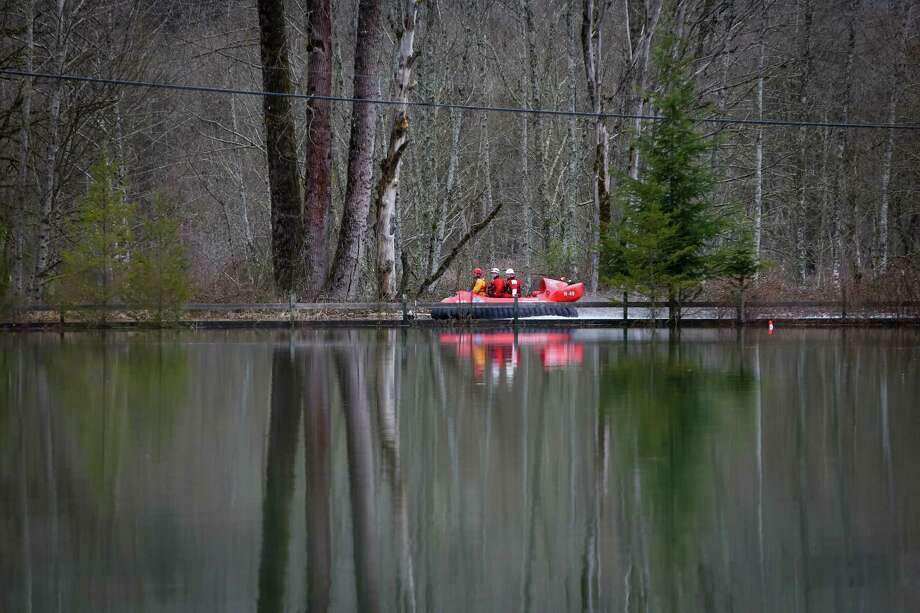 A rescue hovercraft maneuvers in the flooded North Fork of the Stillaguamish River. Photo: JOSHUA TRUJILLO, SEATTLEPI.COM / SEATTLEPI.COM