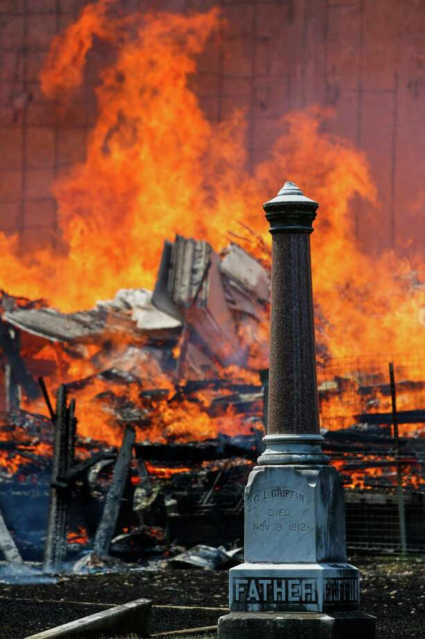 With the Magnolia Cemetery in the foreground, the Axis apartment complex - still under construction on West Dallas - becomes an inferno on Tuesday. Photo: Eric Kayne / Eric Kayne