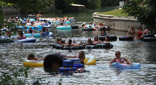 A judge struck down New Braunfels' prohibition of disposable containers on its rivers, along with a limit on the size of coolers. Photo: San Antonio Express-News File Photo / @2012 San Antonio Express-News
