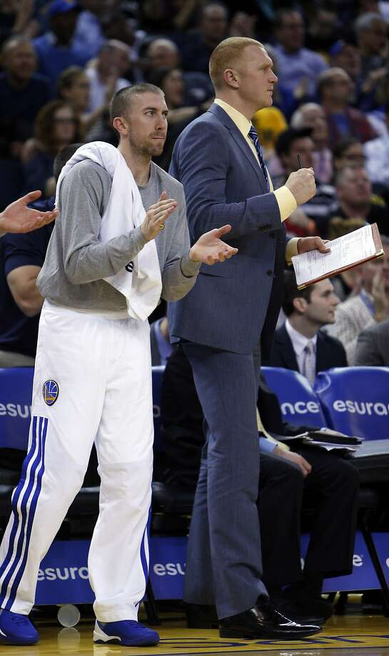 Assistant coach Brian Scalabrine (center) had philosophical differences with Mark Jackson. Photo: Carlos Avila Gonzalez, The Chronicle