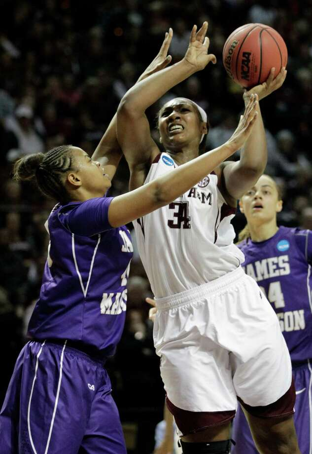 Texas A&M center Karla Gilbert tries to power her way past James Madison's Da'Lishia Griffin. Photo: Patric Schneider, FRE / FR170473 AP