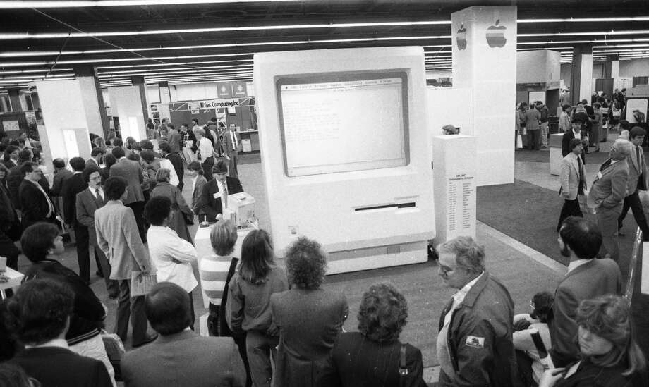 Feb. 21, 1985: The first Macworld was at Brooks Hall, a small convention center near City Hall. While it was a very low-key affair compared to Macworlds of the 2000s, this 11-foot computer stood out. Photo: Steve Ringman, The Chronicle