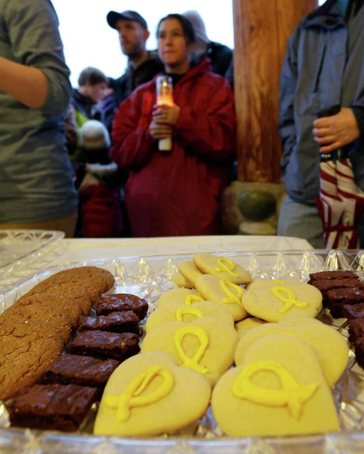 Yellow ribbon cookies are served Tuesday at a candlelight vigil in Arlington for the victims of a massive mudslide that struck the nearby community of Oso on Saturday. Photo: Ted S. Warren, Associated Press / AP2014