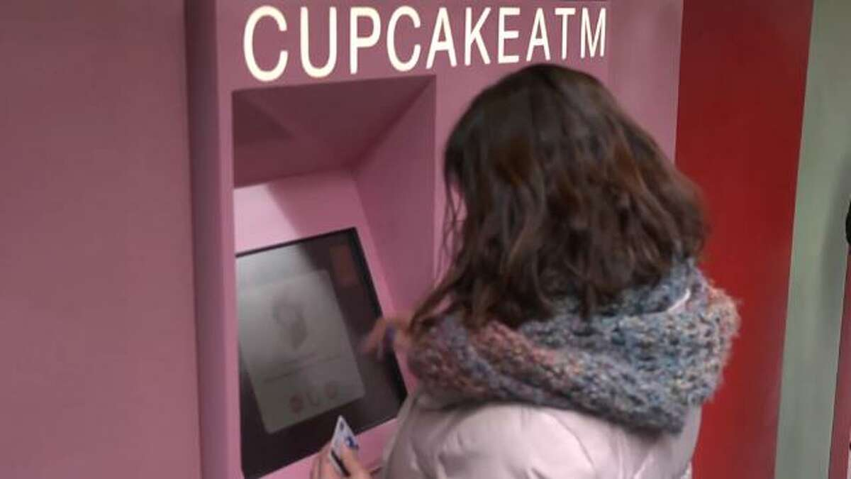 Sprinkles Cupcakes is unveiling a brand new 24-hour cupcake ATM in New York City. The machine takes credit cards only and can fit a max of 760 cupcakes. Patrick Jones (@Patrick_E_Jones) has the rest.