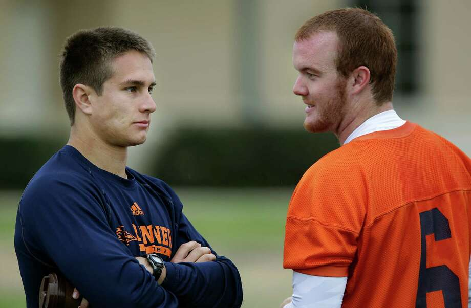 Eric Soza, left, UTSA quarterback from last year, talks to Tucker Carter, who will be a quarterback this year.  Wednesday, March 26, 2014. Photo: BOB OWEN, San Antonio Express-News / © 2012 San Antonio Express-News