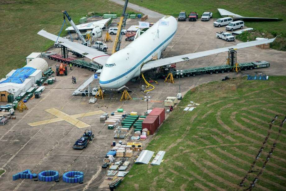 In a remote corner of Ellington Field, workers from Boeing dismantle the NASA Shuttle Carrier Aircraft on Sunday, March 23, 2014. Photo: Smiley N. Pool, Houston Chronicle / © 2014  Houston Chronicle
