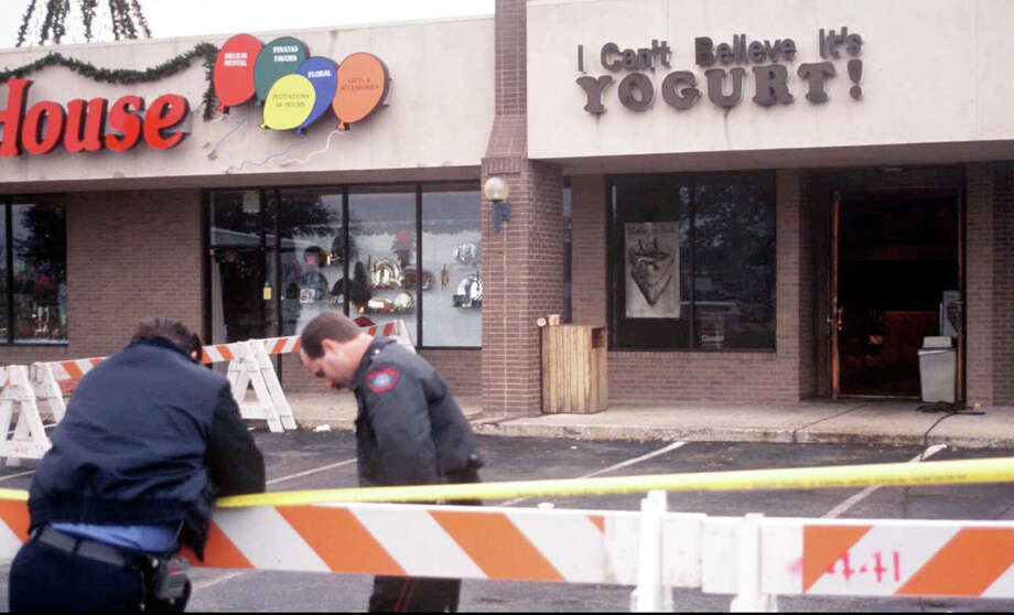 1. On Dec. 6, 1991, Austin police found a local yogurt shop on fire. Photo: STAFF, AP / AUSTIN AMERICAN-STATESMAN