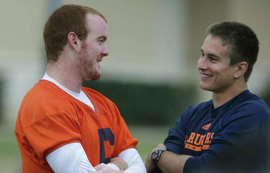 Eric Soza, right, UTSA quarterback from last year, talks to Tucker Carter, who will be a quarterback this year.  Wednesday, March 26, 2014. Photo: BOB OWEN, San Antonio Express-News / © 2012 San Antonio Express-News