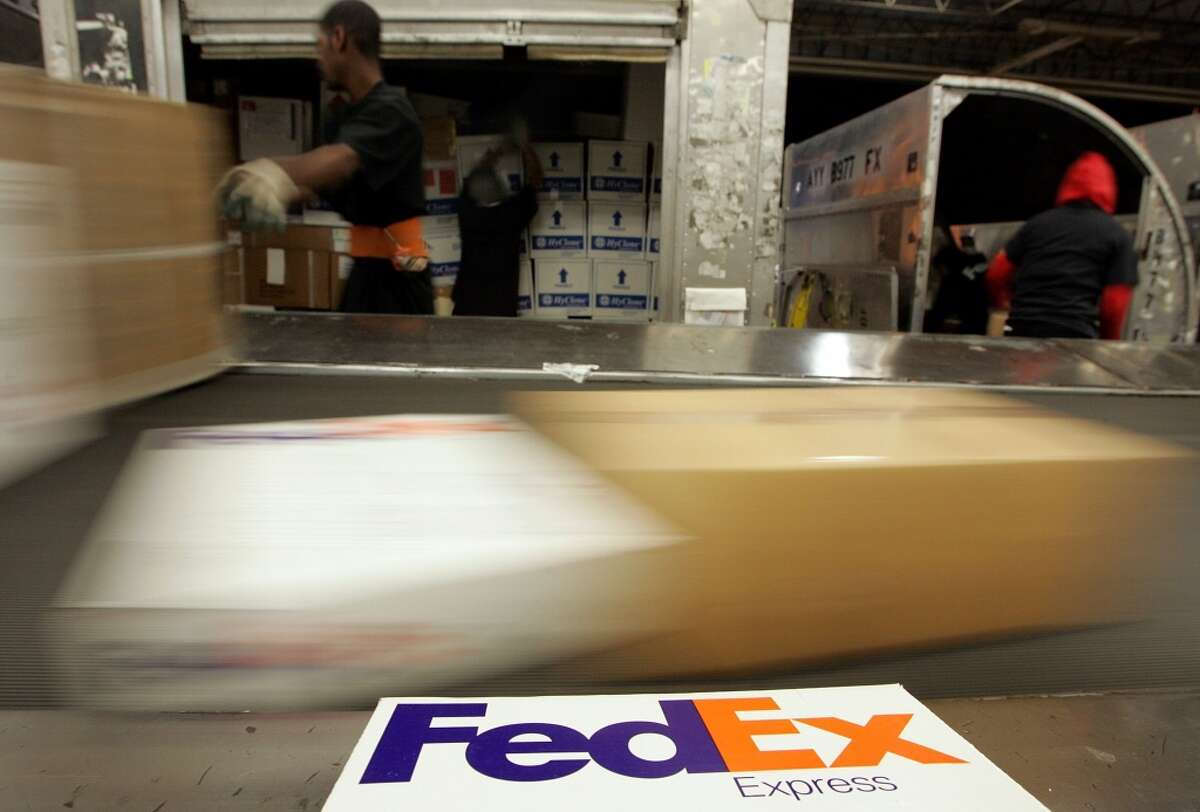 19. Fred Smith Company: FedEx Approval rating: 92%