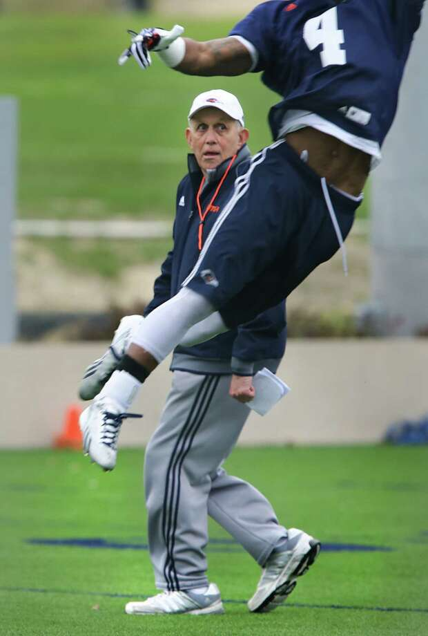 UTSA Coach Larry Coker steps out of the way of Crosby Adams III during a football practice, Wednesday, March 26, 2014. Photo: BOB OWEN, San Antonio Express-News / © 2012 San Antonio Express-News