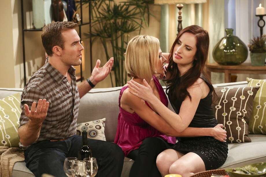 "James Van Der Beek, Desi Lydic (center) and Zoe Lister Jones star in ""Friends With Better Lives."" Photo: Michael Yarish, CBS"