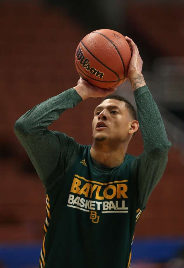 Isaiah Austin #21 of the Baylor Bears practices ahead of Baylor's game against Wisconsin at Honda Center on March 26, 2014 in Anaheim, California. Photo: Jeff Gross, Getty Images