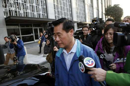 Sen. Leland Yee is questioned by reporters as he leaves the federal building in S.F. Photo: Michael Short, The Chronicle