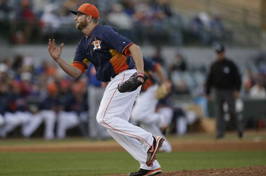 Astros starting pitcher Scott Feldman chases a bunt. Photo: Carlos Osorio, Associated Press