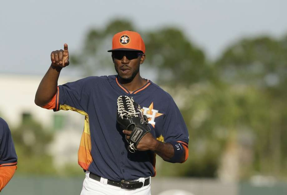 Astros center fielder Dexter Fowler runs to the dugout. Photo: Carlos Osorio, Associated Press