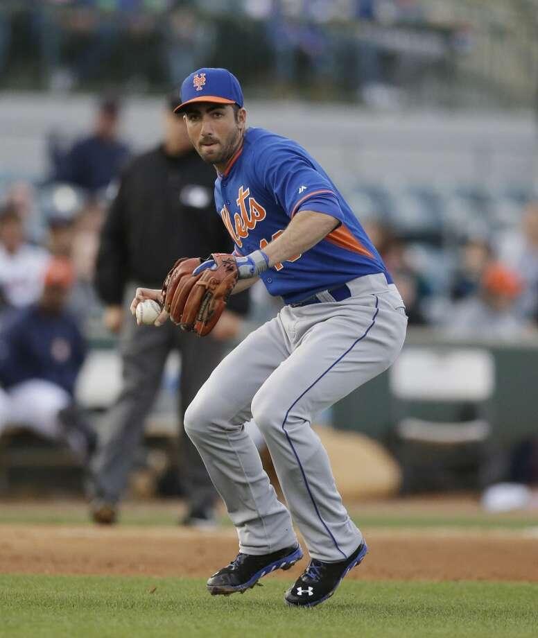 Mets third baseman Josh Satin readies his throw to first. Photo: Carlos Osorio, Associated Press