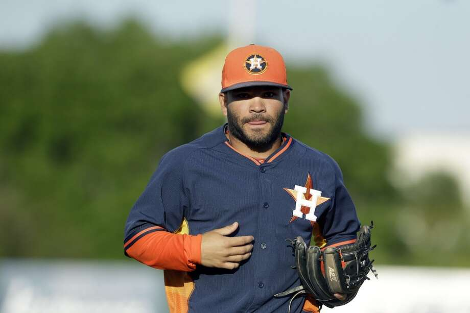 Astros second baseman Jose Altuve runs to the dugout. Photo: Carlos Osorio, Associated Press