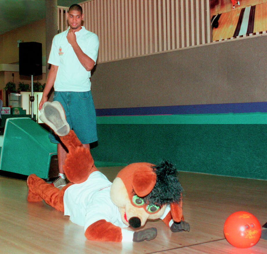 "Tim Duncan is surprised to see The Coyote ""accidentally"" trip over Duncan's foot and lose his grip on the bowling ball during Duncan's Bowling for Dollars Charity Bowl for the American Cancer Society at Country Lanes Oct.25, 1999. Photo: DELCIA LOPEZ, SAN ANTONIO EXPRESS-NEWS / SAN ANTONIO EXPRESS-NEWS"