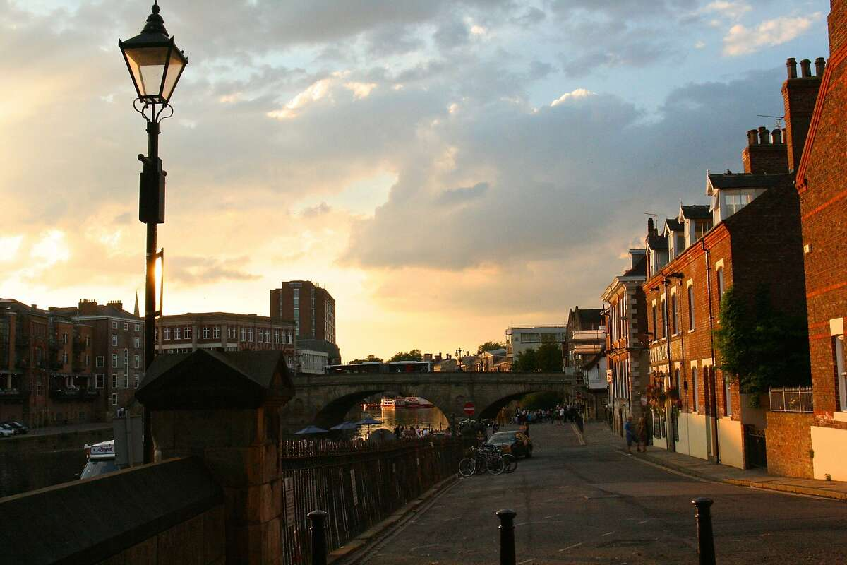 York's Original Ghost Walk meets nightly by the haunted King's Arms Pub next to the River Ouse.