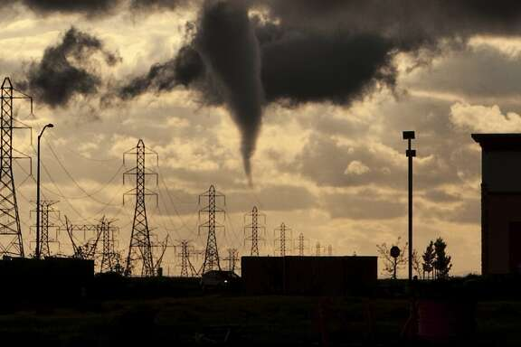 A tornado funnel approaches a residential area on the west side of Roseville, California March 26, 2014. The central California city's fire department reported no injuries but that 12 houses suffered roof damage. Picture taken March 26, 2014.  REUTERS/Eric Kurth/National Weather Service/Handout via Reuters  (UNITED STATES - Tags: ENVIRONMENT DISASTER) ATTENTION EDITORS - THIS PICTURE WAS PROVIDED BY A THIRD PARTY. REUTERS IS UNABLE TO INDEPENDENTLY VERIFY THE AUTHENTICITY, CONTENT, LOCATION OR DATE OF THIS IMAGE. THIS PICTURE IS DISTRIBUTED EXACTLY AS RECEIVED BY REUTERS, AS A SERVICE TO CLIENTS. FOR EDITORIAL USE ONLY. NOT FOR SALE FOR MARKETING OR ADVERTISING CAMPAIGNS