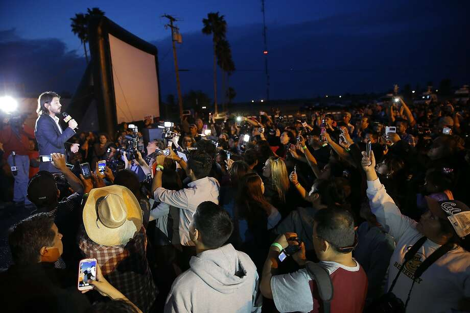 Director Diego Luna introduces his film to a throng of farmworkers and family members in Delano. Photo: Robert Gauthier, McClatchy-Tribune News Service