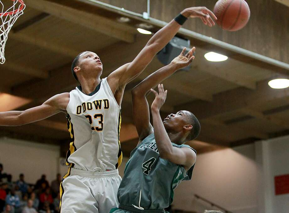 Ivan Rabb, a 6-foot-10 junior, leads Bishop O'Dowd-Oakland into Saturday's Open Division state championship game against unbeaten and three-time defending state champion Mater Dei-Santa Ana. Photo: Dennis Lee, Max Preps