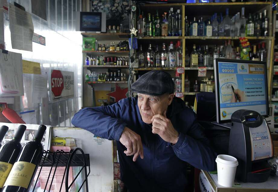Liquor store employee Ed Kanoti says he's not surprised to learn a politician is in trouble. Photo: Paul Chinn, The Chronicle