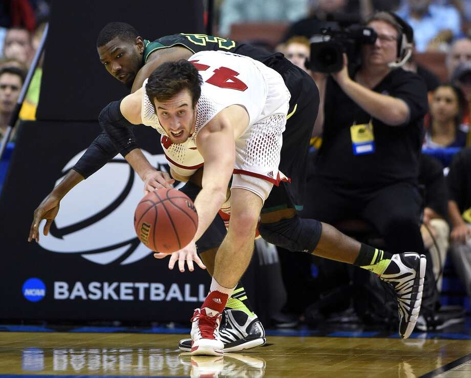 Wisconsin forward Frank Kaminsky, front, and Baylor forward Cory Jefferson watch the ball during the second half of an NCAA men's college basketball tournament regional semifinal, Thursday, March 27, 2014, in Anaheim, Calif. Photo: Mark J. Terrill, Associated Press