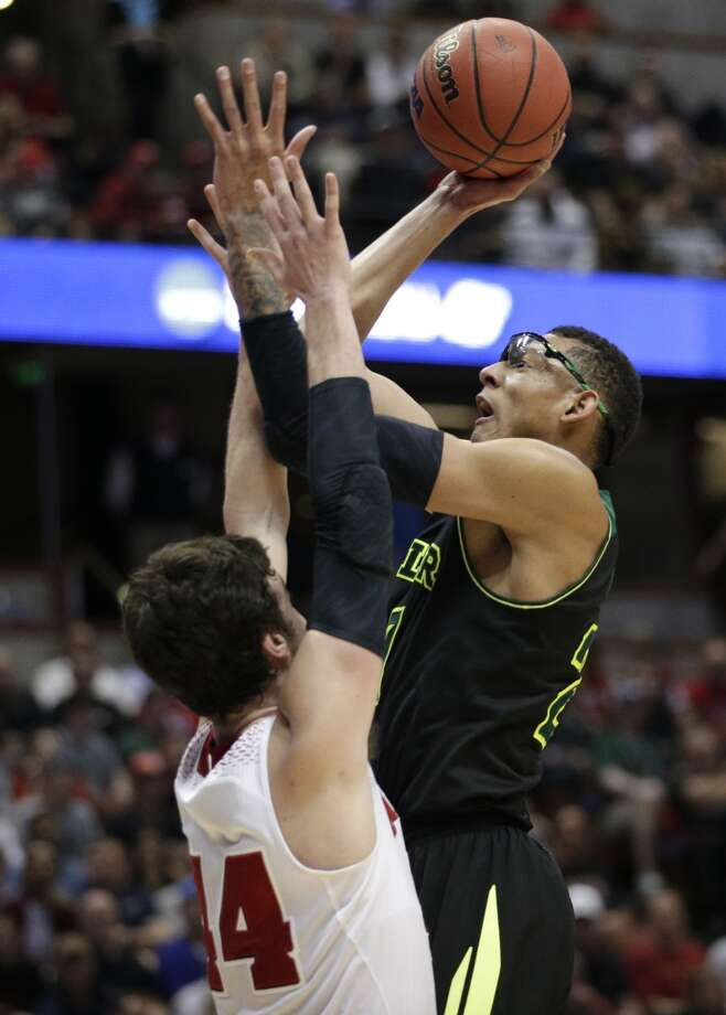 Wisconsin forward Frank Kaminsky, left, defends as Baylor center Isaiah Austin shoots during the second half of an NCAA men's college basketball tournament regional semifinal, Thursday, March 27, 2014, in Anaheim, Calif. Photo: Jae C. Hong, Associated Press
