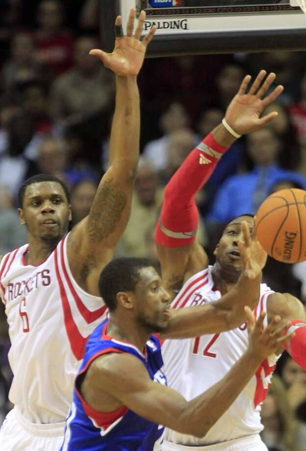 Rockets forward Terrence Jones and center Dwight Howard defend against Thaddeus Young. Photo: Johnny Hanson, Houston Chronicle