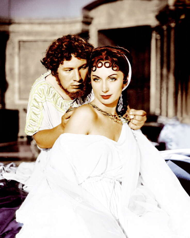 Peter Ustinov (1921 - 2004), as Nero, and Patricia Laffan as Poppaea, in 'Quo Vadis', directed by Mervyn LeRoy, 1951.  Photo: Silver Screen Collection, Getty Images / 2013 Silver Screen Collection