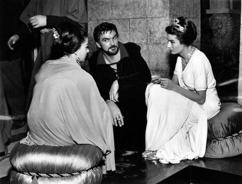 Welsh actor Stanley Baker, French actress Anouk Aimèe (Francoise Sorya Dreyfus) and Italian actress Anna Maria Pierangeli talking on the set of the film Sodom and Gomorrah. Ouarzazate, 1962. Photo: Mondadori, Mondadori Via Getty Images / Mondadori Portfolio
