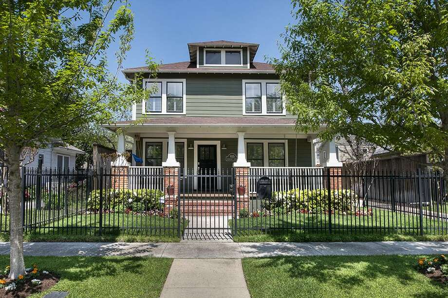 935 Woodland: This 1922 home has 4 bedrooms, 3 bathrooms, and 2,664 square feet. Listed for $825,000. Open house: 3/30/2014, 2 p.m. to 4 p.m. Photo: Houston Association Of Realtors
