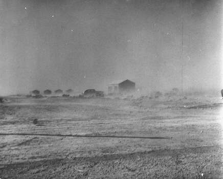 November 1950: Dust storm covering the area.  (Photo by Joseph Scherschel/Time & Life Pictures/Getty Images) Photo: Joseph Scherschel, Time & Life Pictures/Getty Image / Time & Life Pictures