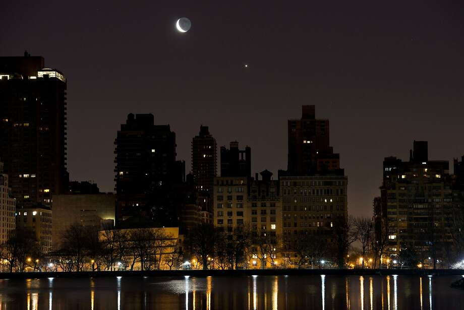 Moon over Manhattan: A crescent moon and Venus rise in the predawn hours over the east 