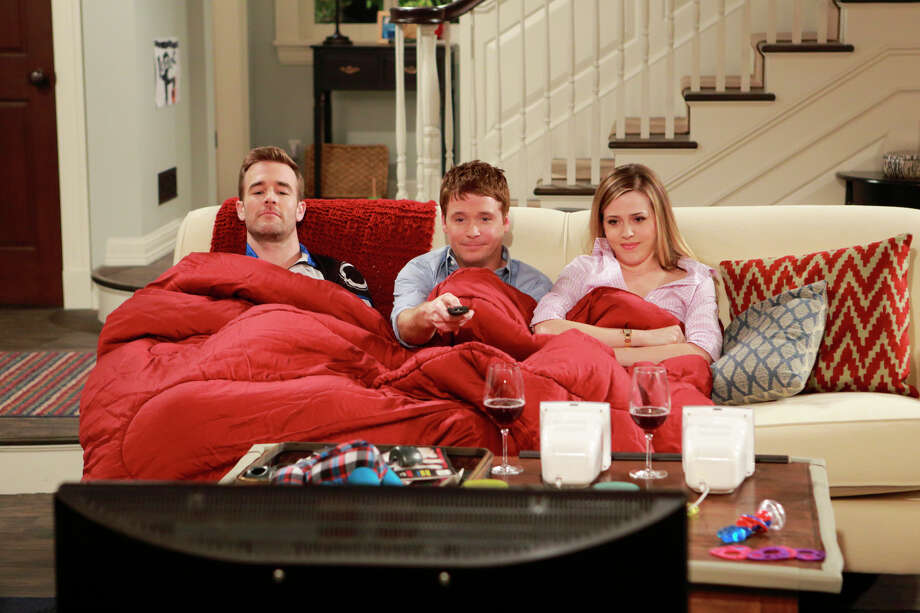 "Newly single Will (James Van Der Beek, left) and comfortable couple Bobby (Kevin Connolly) and Andi (Majandra Delfino) enjoy their most familiar place in ""Friends With Better Lives."" Photo: Trae Patton, STR / �©2013 CBS Broadcasting, Inc. All Rights Reserved."