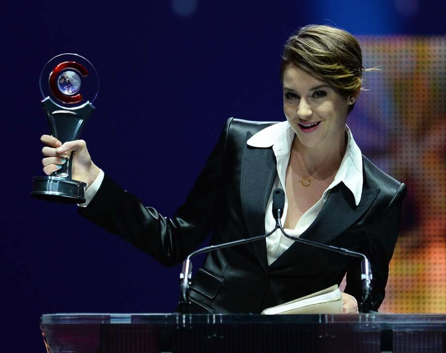 Actress Shailene Woodley accepts the Female Star of Tomorrow award at The CinemaCon Big Screen Achievement Awards at Caesars Palace on March 27, 2014 in Las Vegas, Nevada. Photo: Ethan Miller, Getty Images For CinemaCon