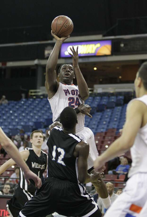 Temidayo Yussuf, who had 21 points, shoots over Steve Herve during St. Joseph's 57-32 win over Renaissance Academy. Photo: Rich Pedroncelli, Associated Press