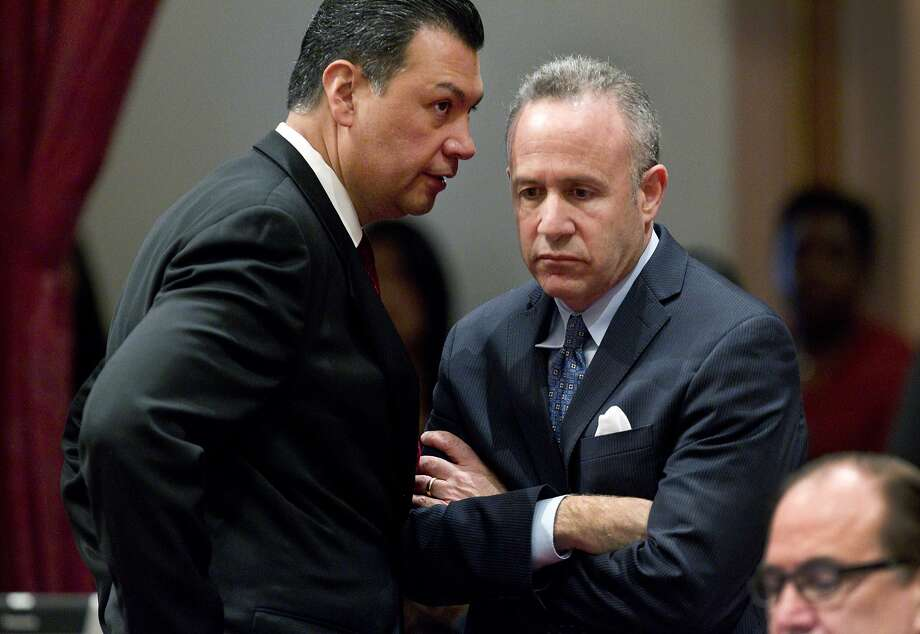 State Senate President Pro Tem Darrell Steinberg (right) and Sen. Alex Padilla confer after a vote introducing a resolution to suspend three Democrats. Photo: Steve Yeater, Associated Press