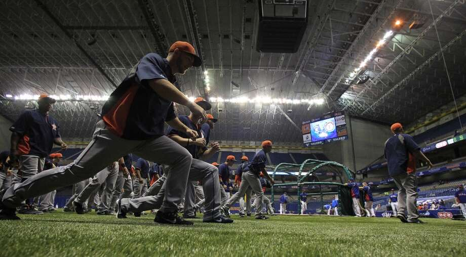 Astros players stretch during batting practice. Photo: Karen Warren, Houston Chronicle