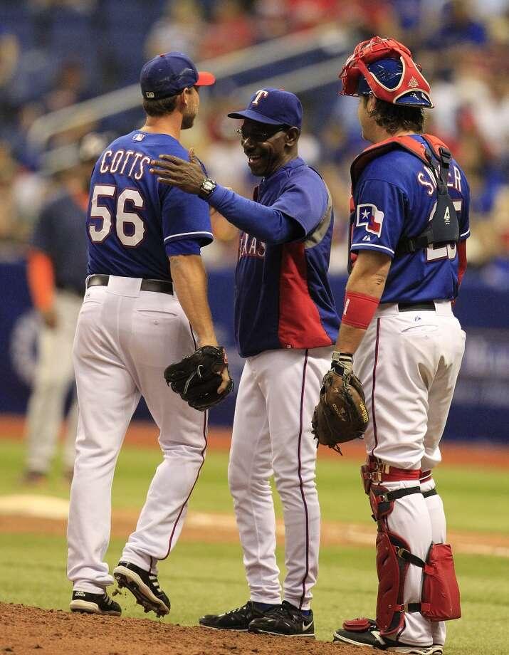 Rangers head coach Ron Washington smiles as he pulls Neal Cotts. Photo: Karen Warren, Houston Chronicle