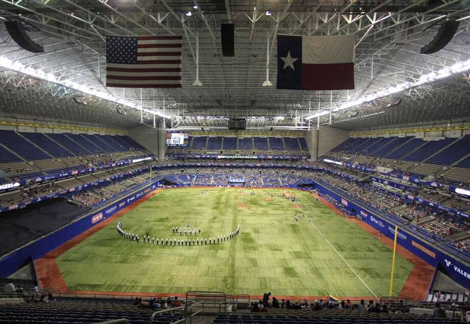 The Alamodome before the start of the game. Photo: Karen Warren, Houston Chronicle
