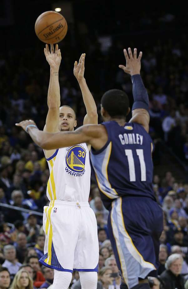 Stephen Curry, shooting over Mike Conley in the second half, had 33 points. Photo: Marcio Jose Sanchez, Associated Press