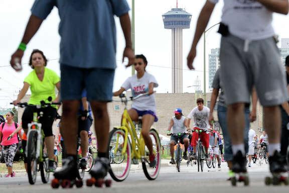 The Síclovía pedestrian promenade event in San Antonio drew 73,000 people in September.