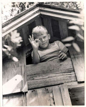 Astronaut Edwin Aldrin's son, Andrew, signs an OK from the top of his treehouse. Apollo 11 video here. Photo: Tom Colburn, Houston Chronicle