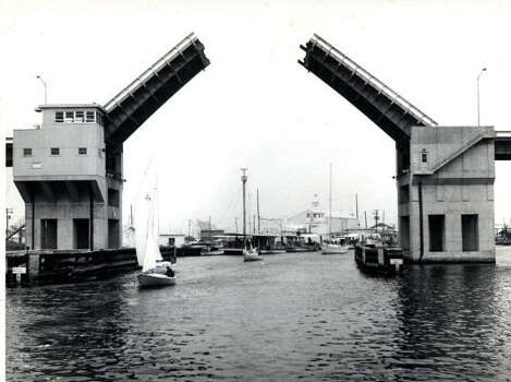 The Kemah-Seabrook bridge was a drawbridge from 1962 to 1986. Photo: Chronicle