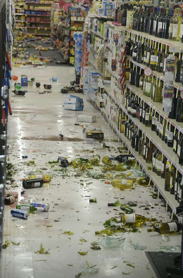 Bottles fell off their shelves at a CVS Pharmacy in Fullerton (Orange County) after a 5.1 quake rattled Southern California. Photo: Gene Blevins, Reuters