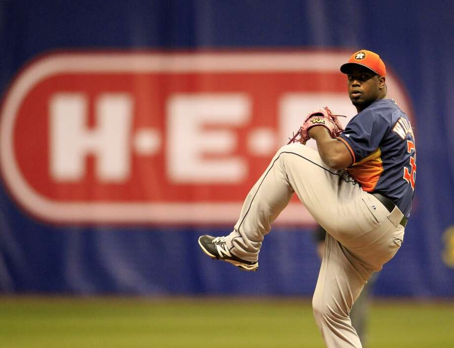 Astros pitcher Jerome Williams makes a throw against the Rangers. Photo: Karen Warren, Houston Chronicle